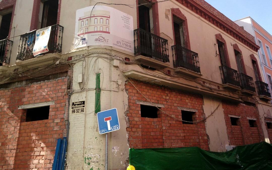Continúan las obras del edificio en la calle Jesús del Gran Poder