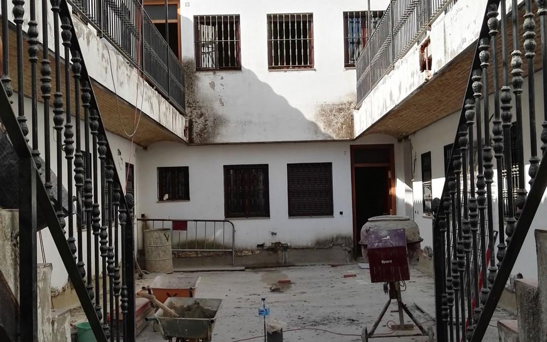 Labores de conservación en un corral de vecinos de Triana